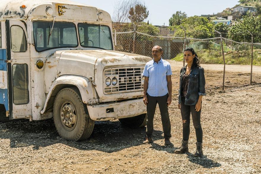 Junto a Luciana (Danay Garcia), una de las sobrevivientes más capaces de la colonia de Tijuana. (Foto: AMC)