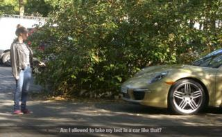 ¿Aprenderías a manejar en un Porsche 911? [VIDEO]