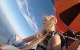 YouTube: mira los sorprendentes saltos de una paracaidista rusa