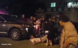 Discutió con hombre y después lo atropelló con su auto [VIDEO]