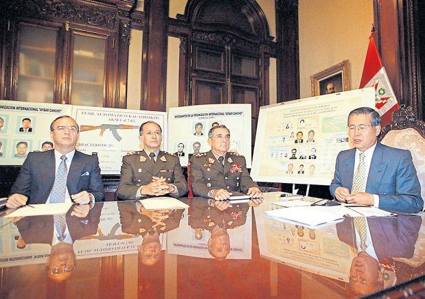 En el 2000 Fujimori denunció la venta de armas a las FARC. Después se descubrió que el propio Vladimiro Montesinos era quien participaba en esa mafia. (Manuel García-Miró / Archivo El Comercio)