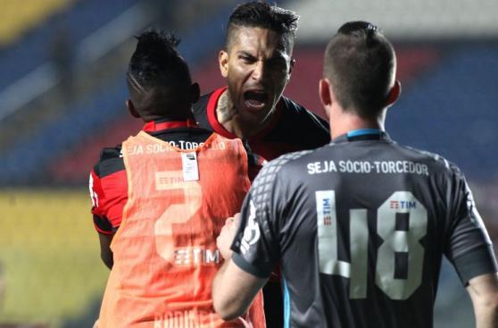 Paolo Guerrero y su celebración con furia tras vuelta al gol