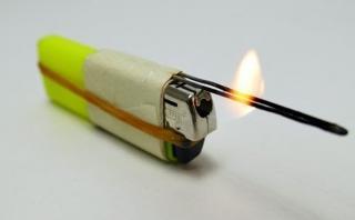 6 trucos para superar a MacGyver usando un encendedor [VIDEO]