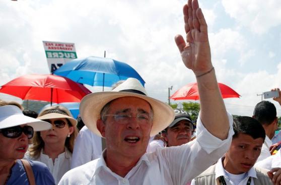 Colombia - FARC: Uribe lidera protesta contra acuerdo de paz
