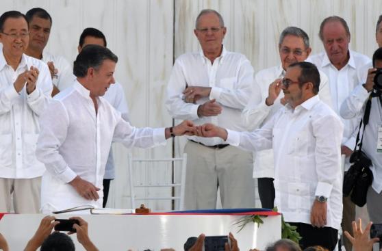 Colombia - FARC: La firma y los abrazos que sellaron la paz