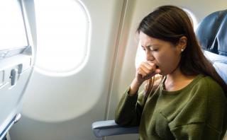 ¿Qué es lo que pasa con tu cuerpo cada vez que viajas en avión?