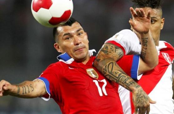 Chile sin Gary Medel ante Perú: recupera a Valdivia y Bravo