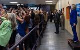 La historia detrás de foto de grupo dándole espalda a Clinton