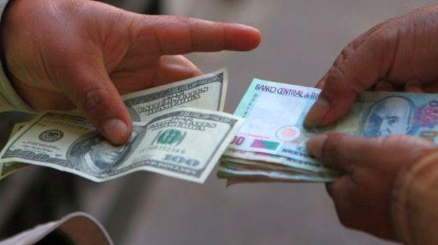 El tipo de cambio cerró a la baja por ventas de dólares