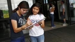 """EE.UU.: Buscan votantes latinos para """"evitar sorpresas"""""""