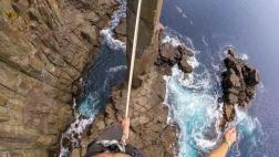 Equilibrista casi cae de cuerda floja a 32 metros de altura
