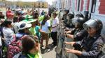 Trujillo: trabajadores se enfrentan a PNP en frontis de comuna - Noticias de plaza de armas de trujillo