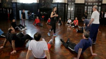 Sesión de gimnasia de ministros fue liderada por Vania Masías