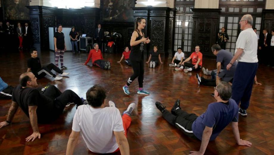 PPK y sus ministros en sesión de gimnasia con Vania Masías