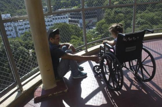 Raspón en la rodilla casi cuesta la vida a niña en Venezuela
