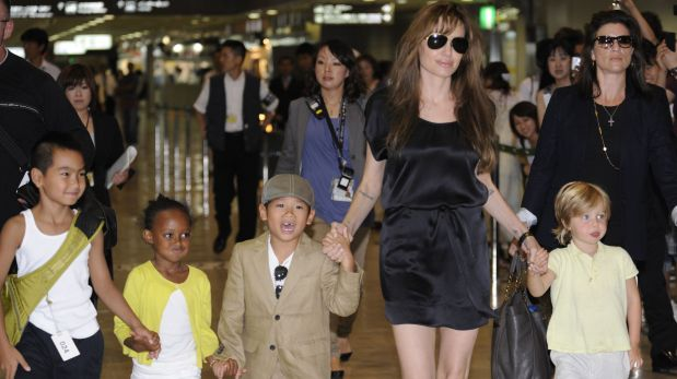 (FILES) This file photo taken on July 26, 2010 shows US actress Angelina Jolie (2R), accompanied by her children Maddox (L), Zahara (2L), Pax (3L) and Shiloh (R), arriving at the Narita International Airport. Brad Pitt is under investigation by US authorities after being accused of physically and verbally abusing his children during an angry outburst, TMZ reported September 22, 2016. According to the entertainment news site the Los Angeles Police Department began probing Pitt based on an anonymous tip received by the LA County Department of Children and Family Services, as is systematic following any report of child abuse. / AFP / Yoshikazu TSUNO