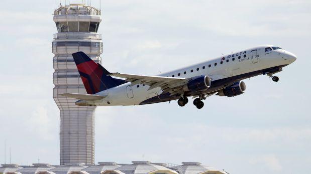 Celular Samsung se incendió en avión y evacuaron a pasajeros
