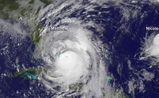 Huracanes Matthew y Nicole azotan el Atlántico