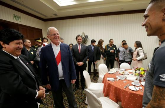 PPK visitó a selección peruana antes del partido con Argentina
