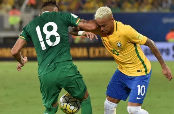 Neymar y el brutal codazo que lo dejó ensangrentado [FOTOS]