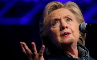 """Clinton sobre comentarios lascivos de Trump: """"Es horrible"""""""