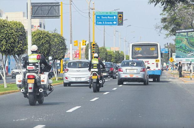 Cuando termine el estado de emergencia, 3.614 policías seguirán en el Callao. (Juan Ponce / El Comercio)