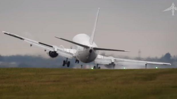 Piloto de avión mantuvo control pese a fuertes vientos [VIDEO]