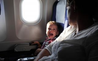 Aerolínea crea una zona prohibida para niños en sus aviones