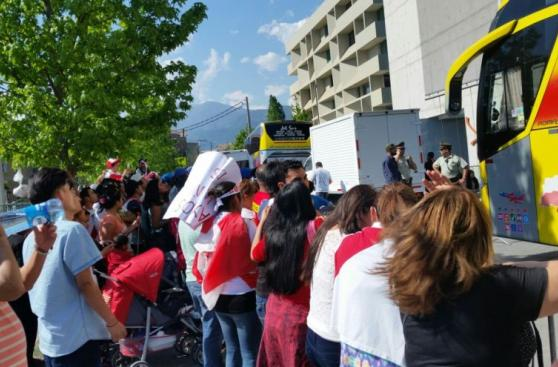 Selección peruana: hinchas apoyan a la bicolor en Santiago