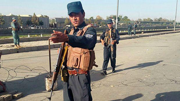 Atacan templo chií en Kabul y toman varios rehenes