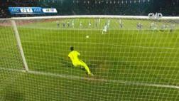Selección argentina: Sergio Agüero erró penal ante Justo Villar