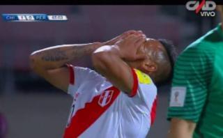 Cueva erró inmejorable opción de gol tras pase de Paolo [VIDEO]