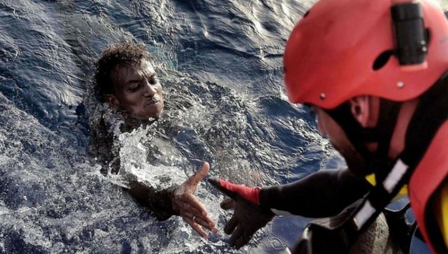 Frenético rescate de cientos de inmigrantes en el Mediterráneo