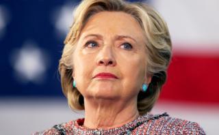 Cómo intentó Clinton desviar atención por escándalo de correos
