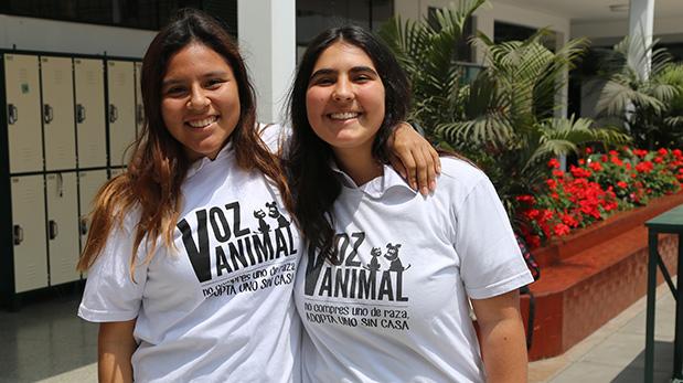 Estudiantes que apoyaron en las labores de recaudación de fondos de la asociación no lucrativa Voz Animal.