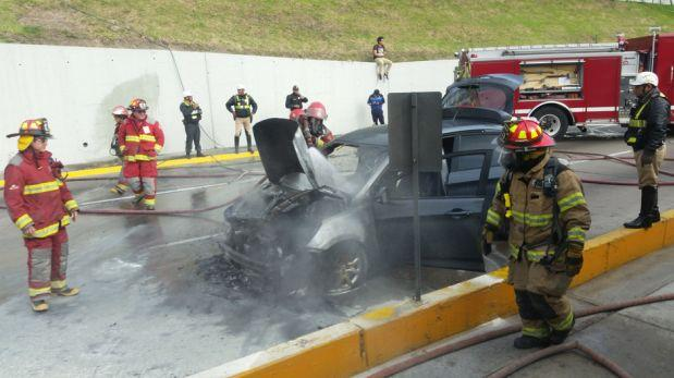 San Isidro: camioneta se incendió en la Vía Expresa