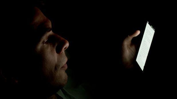 Cómo evitar el círculo vicioso de ver el móvil y no dormir