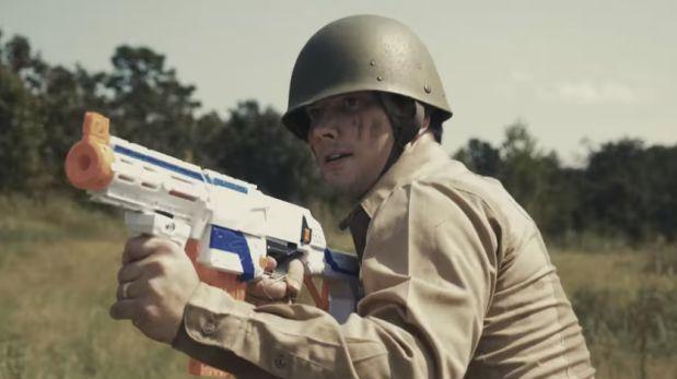 Mira esta increíble batalla hecha con armas de juguete [VIDEO]