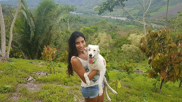 Blanca y Buza durante su más reciente paseo por la selva peruana.