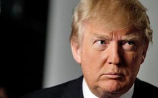 """Mujer acusa a Trump: """"Me sujetó y fue hacia mis labios"""""""