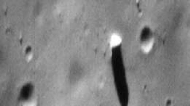 El misterioso monolito avistado en una de las lunas de Marte