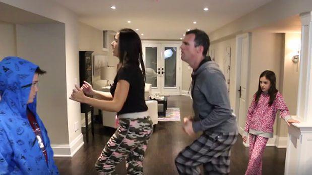 """Padres enseñan cómo bailar el paso de """"el hombre corriendo"""""""