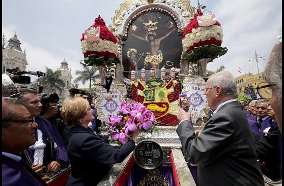 PPK y ministros rinden homenaje a Señor de los Milagros [FOTOS]