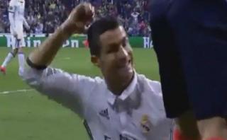 Cristiano Ronaldo y su divertida reacción con árbitro asistente