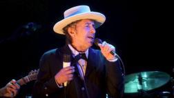 Bob Dylan reconoce Nobel en su web y luego se rectifica