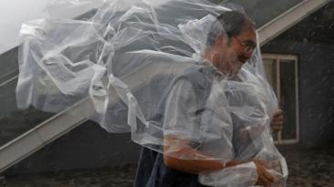 Hong Kong quedó paralizada por el paso del tifón Haima [FOTOS]