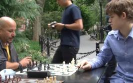 El mejor ajedrecista gana a temibles jugadores callejeros
