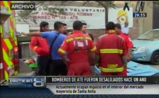 Bomberos operan desde mercado tras ser desalojados de Ate