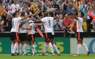 Valencia sorprendió a Barcelona con dos goles en cuatro minutos