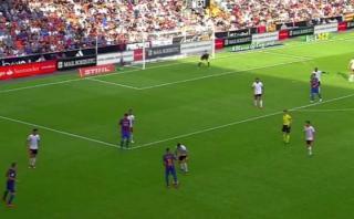 Neymar y un nuevo lujo: pase con 'tres dedos' para Luis Suárez